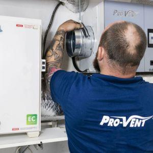 Krok 4. Stabilny montaż filtra Clean R zapewnią zawiesia i kątowniki mocowane do ściany lub sufitu. Fot. Pro-Vent