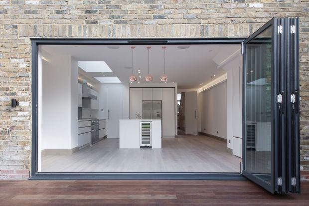 Nowoczesny dom z minimalistycznymi wnętrzami