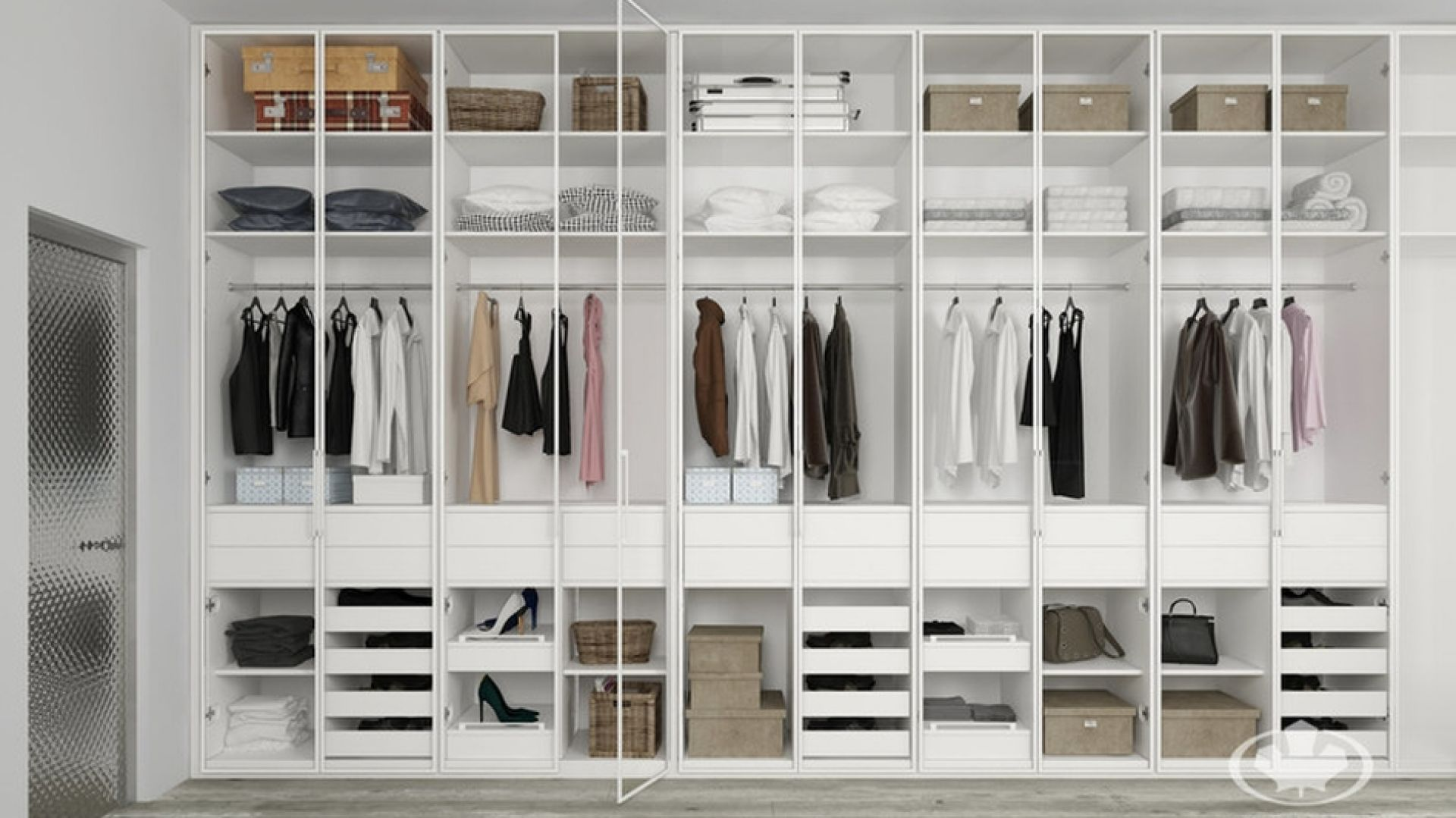 Szafy są niezwykle potrzebnym elementem wyposażenia każdego domu – mieścimy tam bowiem zarówno ubrania, pościel czy ręczniki, ale także buty i przedmioty, które chcemy szybko ukryć, kiedy niespodziewanie pojawiają się goście. Fot. Komandor