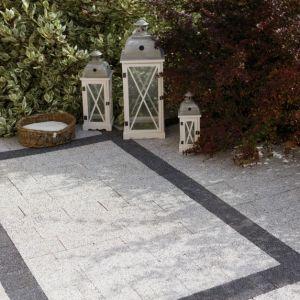 Kostki i płyty betonowe to bezsprzecznie najczęściej używane materiały do budowy alejek, podjazdów czy tarasów, ze względu na ich trwałość, estetykę i wzornictwo. Fot. Polbruk