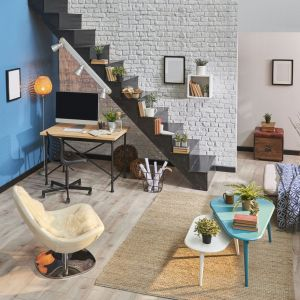 Lokując biurko w dyskretnym miejscu, wnętrze zyska estetyczny, uporządkowany charakter. Fot. RuckZuck