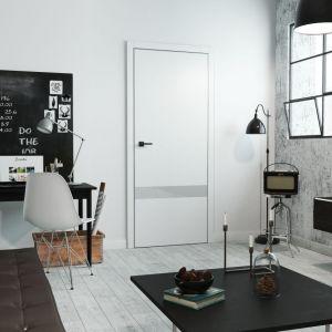Przestrzeni biurowej sprzyja jasna kolorystyka. Na zdjęciu drzwi SENTIS Lope model 6. Fot. RuckZuck