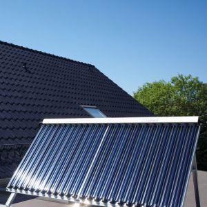 Kolektor słoneczny auroTHERM exclusiv 570 i VTK 1 140. Fot. Vaillant