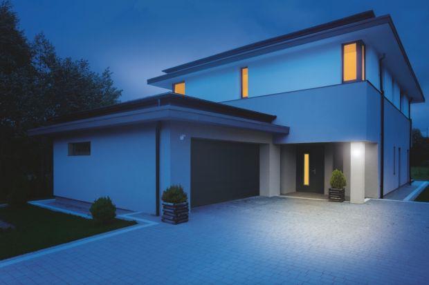 Zapewniają komfort (włączają światło automatycznie, gdy go potrzebujemy), bezpieczeństwo (rozświetlają pomieszczenia) i oszczędność (wyłączają lampy, gdy nikt z nich nie korzysta). Sensory, w które wyposażymy nasz domowy system oświetlen