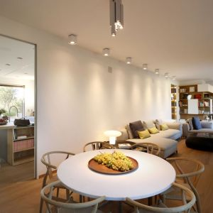 Powierzchnie ścian pokryte naturalnym wapnem są nieprzezroczyste, miękkie i aksamitne w dotyku. Fot. Forestile