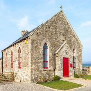 Z zewnątrz budynek nadal wygląda, jak piękny zabytkowy, gotycki kościół. Fot. Evolution Design