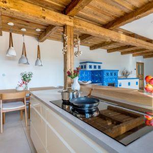 Każdej rodzinnej kuchni powinna też przyświecać zasada: miejsce dla wszystkich i wszystko na miejscu. Fot. TechniStone
