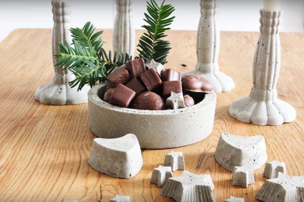 Z betonu można zrobić zarówno niewielką ozdobę, jak i dużą donicę czy misę dekoracyjną. Do zabawy wystarczy masa betonowa, którą kupimy w każdym markecie budowlanym, odpowiednia ilość wody i oczywiście dobry pomysł. Dla tych, którzy lubi