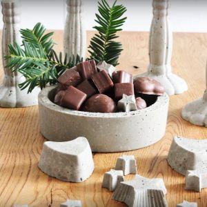 Z betonu można zrobić zarówno niewielką ozdobę, jak i dużą donicę czy misę dekoracyjną. Fot. Ultrament