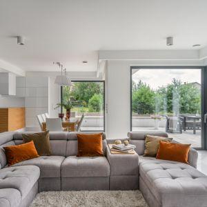 Doświetlanie wnętrz światłem naturalnym to jeden z wiodących trendów w architekturze i aranżacji wnętrz. Fot. Vetrex