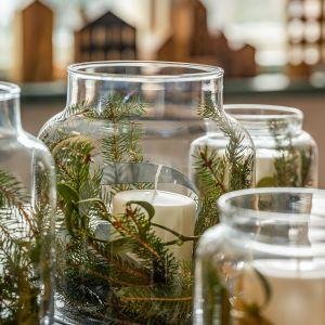 Pojemny słoik to zarówno świetne miejsce na urządzenie zielonej dekoracji, przechowywania ciastek, albo wypełnienia kompotem. Fot. VOX