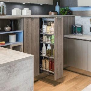 Jeżeli dopiero urządzasz swoją kuchnię lub planujesz jej remont, zadbaj, by wybrane meble były pojemne i praktyczne. Fot. Agata