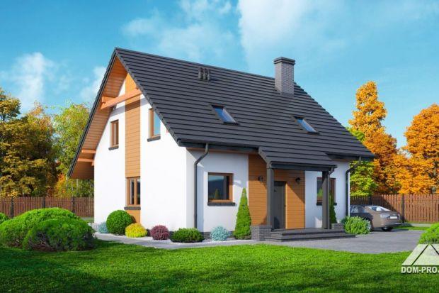 Stopnica 3 DWS to projekt małego domu drewnianego z poddaszem użytkowym, bez garażu. Budynek charakteryzuje prosta, zwarta bryła, pokryta dwuspadowym dachem.