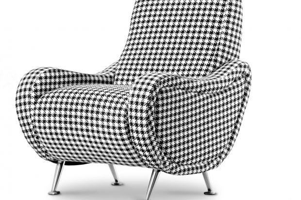 """Fotel """"Amarillo"""" w modnej tkaninie z nadrukiem w formie pepitki."""