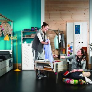 Kolekcja mebli Smart jest dobrym rozwiązaniem zarówno dla małych dzieci jak i dla nastolatków. Nie tylko zapewnia wygodę, ale też pobudza kreatywność. Fot. Meble Vox