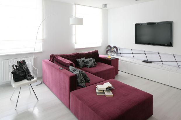 Sofa to prawdziwa królowa w salonie. Zobacz jakie meble tapicerowane oraz w jakich kolorach wybierają Polacy i zainspiruj się najlepszymi pomysłami.