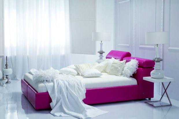 Urządzając dom lub mieszkanie, warto pomyśleć nad miejscem do odpoczynku. Jeśli tylko metraż oraz ilość pomieszczeń nam na to pozwalają, to sypialnia jest najlepszym, co możemy w tym przypadku zrobić.