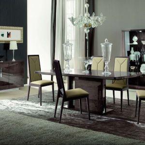 """Kolekcja """"Eva"""" marki Kler to piękno połyskujących frontów z klasyką form. Fot. Kler"""