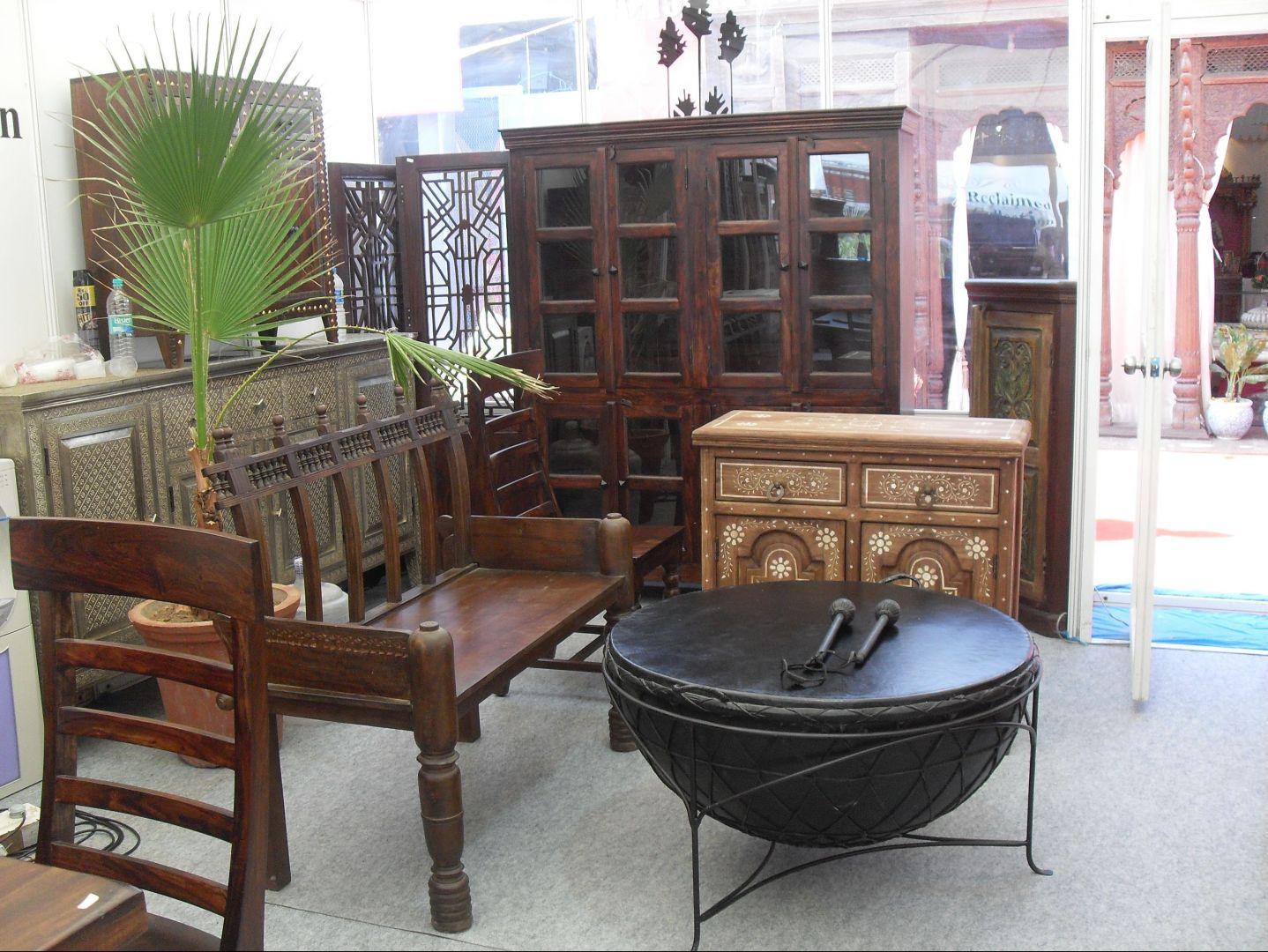 Jeden z największych producentów indyjskich – firma Shekhawati (Rajasthan) oferuje m.in. meble w stylistyce kolonialnej. Fot. Urszula Koronczewska.