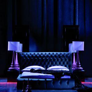 """Łóżko """"Himalia"""" to zwarta, ale łagodnie obrysowana bryła, powierzchnie dekoracyjnie opracowane regularnym pikowaniem, wezgłowie wywinięte w wolutę. Fot. La Luna"""