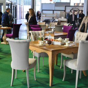 Stół z litego drewna zaprezentowany przez firmę Zapraszamy Do Stołu na targach Meble Polska 2014 w Poznaniu Fot. Piotr Sawczuk