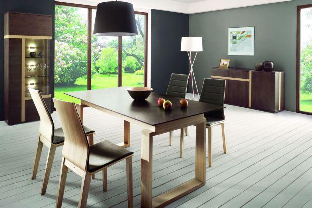 Drewniane meble są piękne, ale też drogie. Co zrobić kiedy nie mamy funduszy na meble wykonane z litego drewna, a chcielibyśmy cieszyć się widokiem pięknych wzorów słoi na komodzie czy też stole? Możemy wybrać meble fornirowane.