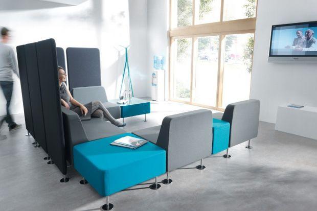 Na przestrzeni ostatnich lat meble pracownicze przeszły znaczną metamorfozę. Sztywne struktury, tradycyjne układy biur nie nie zaspokajają już nowych wymagań stawianych przestrzeni biurowej.