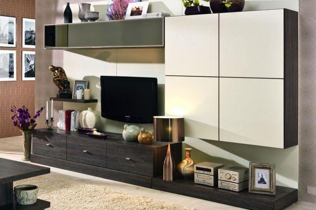 Struktura płyty 3D w połączeniu z aluminiowymi dodatkami nadaje meblom Passion nowoczesny wygląd oraz funkcjonalny charakter.