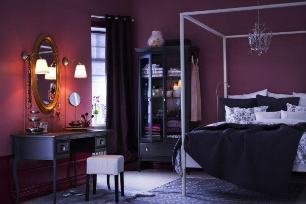 Mówi się, że w każdej sypialni pierwsze skrzypce gra łoże - król aranżacji. Ale koronę nosi jeszcze jeden, najbardziej kobiecy ze wszystkich mebel - toaletka.