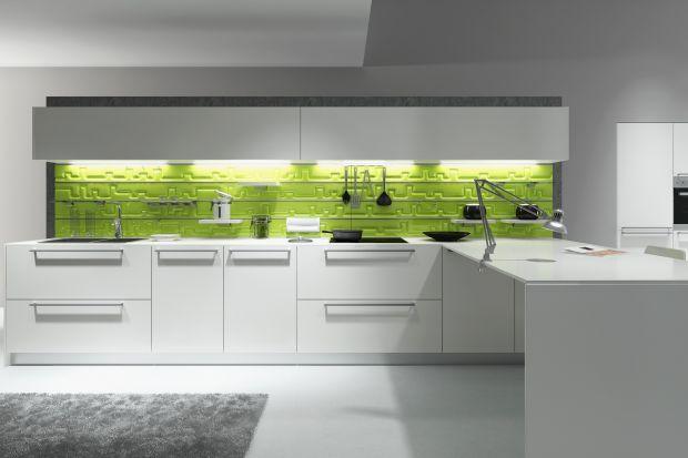 Czego potrzebuje nowoczesna, funkcjonalna kuchnia? Pojemnych szafek, do których moża łatwo sięgnąć po produkty, płynnie otwieranych frontów, systemów organizacji szuflad.