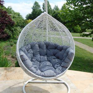 Huśtawka ogrodowa Cocoon z eco-rattanu, firmy Miloo. Fot. House&More