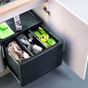 Sortownik Pro Automatic na 3 rodzaje odpadów, do szafki o szer. 60 cm. Po otwarciu drzwi kosze wysuwają się automatycznie. Fot. Blanco/Comitor