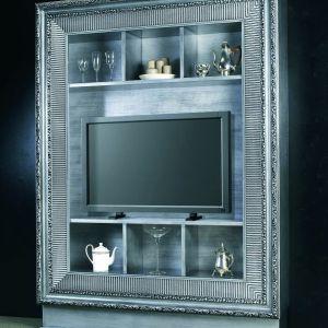 Wielka rama okalająca półki z pewnością będzie najbardziej charakterystycznym elementem w salonie. Fot. Archiwum