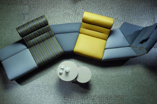 Sofy tapicerowane skórą i tkaniną - 15 propozycji