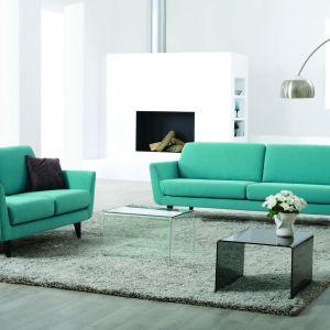 """""""Rucola"""" marki Sits to piękna sofa w turkusowym wydaniu. Doskonały mebel, jeśli chcemy do wnętrza wprowadzić powiew lata. Fot. Sits"""