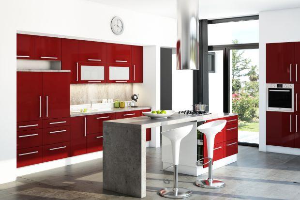 """""""Martyna"""" to kuchnia przyciągająca uwagę lakierowanymi frontami prezentującymi się w intensywnych kolorach. To """"emocjonalny"""" minimalizm - tak można określić tę stylistykę."""