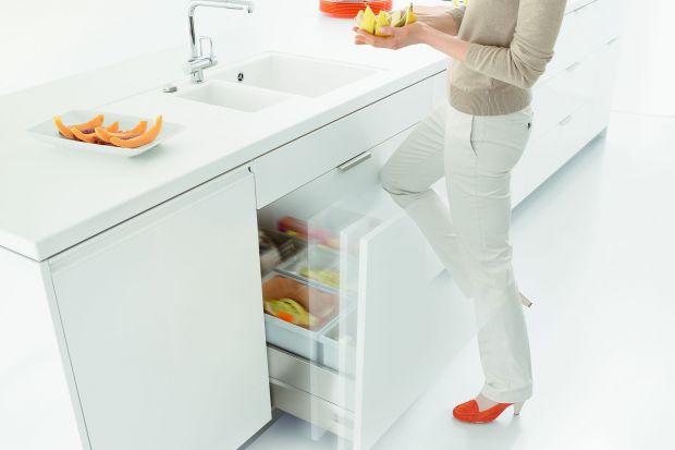 Segregacja domowych odpadów może być intuicyjna i prosta. Pomagają w tym nowe rozwiązania i ułatwienia, takie jak systemy do selektywnej zbiórki śmieci.