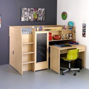 Zamontowana na drzwiach szafy łóżka Jack tablica, pozwala maluchom rozwijać talenty plastyczne, jednocześnie zwiększając prawdopodobieństwo oszczędzenia ścian przez małych artystów. Fot. Pumo