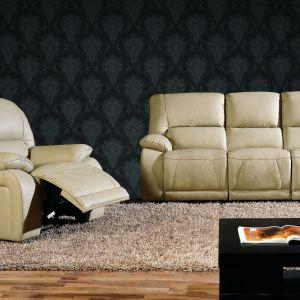 Meble Alaska z funkcją relax marki Boston Sofa. Fotel jest nie tylko miękki, ale również ma mocno wysuwany podnóżek, który pozwala na uzyskanie pozycji niemalże leżącej.  Fot. Boston Sofa