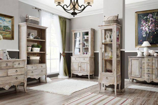 """Obecnie nastała moda na meble stylizowane w jasnych kolorach, a zwłaszcza w bieli. Powodzeniem cieszą się modele o """"sielskiej"""", prowansalskiej estetyce, jak i modele prezentujące francuską elegancję."""