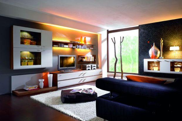 """Delikatne, nastrojowe podświetlenia pozwalają kolekcji """"Apart"""" wprowadzić do salonu niepowtarzalną atmosferę."""