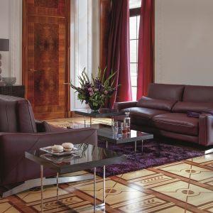 Regulowane oparcia, skórzana tapicerka i piękny wygląd to cechy charakterystyczne sofy Ballata. Fot Kler