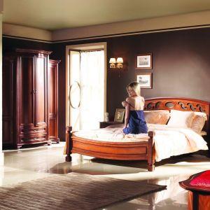 Kolekcja Szmaragd to bogato zdobione meble do sypialni, które nadadzą jej luksusowego klimatu. Fot. Mebin