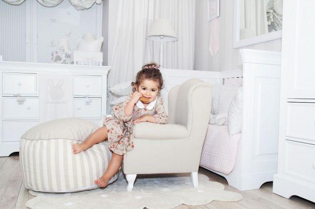 """Styl francuski w pokoju dziecięcym? Dlaczego nie?Meble z linii francuskiej zostały zaprojektowane w taki sposób, aby """"rosły"""" razem z dzieckiem, dlatego w miarę upływu lat można je wymieniać i uzupełniać o nowe eleme"""