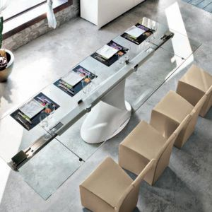 Ultranowoczesny stół Shanghai ze szklanym blatem. Fot. Tonin Casa