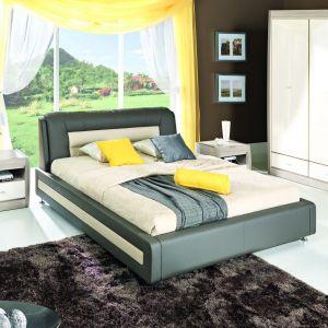 Łóżko tapicerowane Axel ma nowoczesną stylistykę i łączy w sobie kontrastujące połączenie jasnych i ciemnych barw. Fot. BogFran