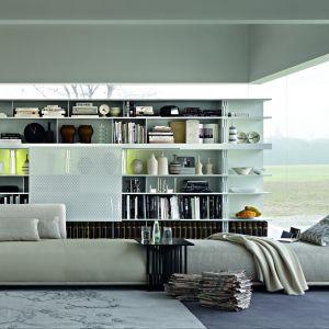 Z jednej strony sofka, z drugiej - komfortowy szezlong. Fot. Molteni
