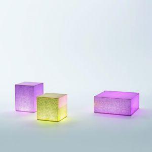 """Stoliki """"Crack"""" marki Glas Italia - stoliki z efektem pękniętej tafli szkła. Fot. Glas Italia."""