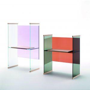 """Meble """"Diapositive"""" wykonane są z hartowanego szkła i posiadają elementy z litego jesionu lub dębu. Fot. Glas Italia."""