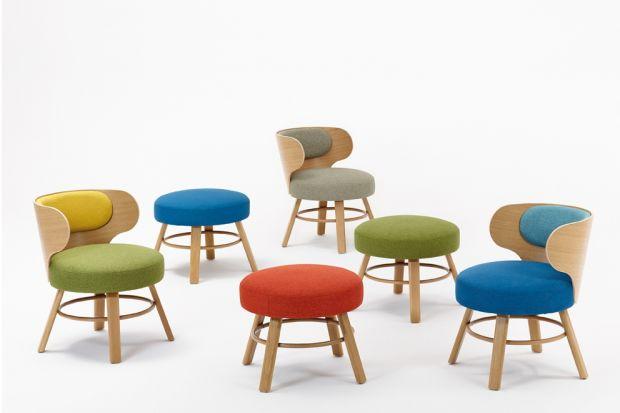 """Kolekcja krzeseł, foteli i hokerów""""K2"""" prezentuje subtelnie stylistykę górską. Meble te stanowiąuzupełnienie wysokiej klasy architektury powstającej u podnóża Tatr, Beskidów czy Alp."""